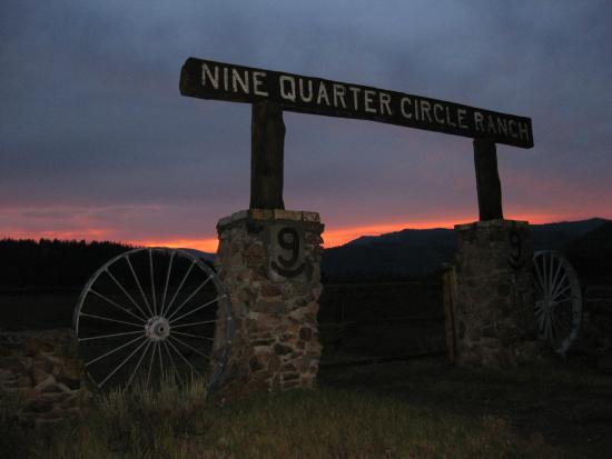 Nine Quarter Circle Ranch: Ranch gateway