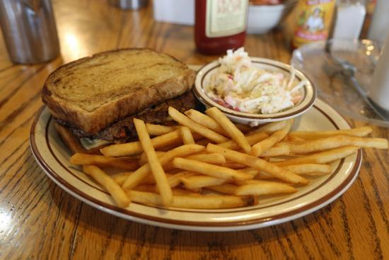 Pearce, AZ: My Patty Melt with fries and cole slaw