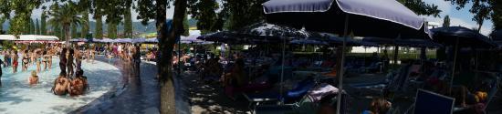 Hawaii Park: Wave pool area Haway Water Park