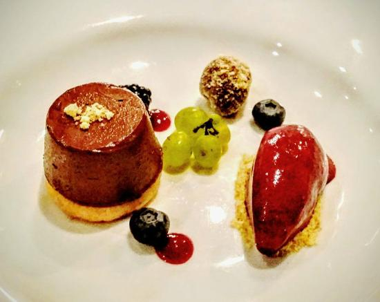 Crocus Gere Bor Hotel & Resort: desert selection
