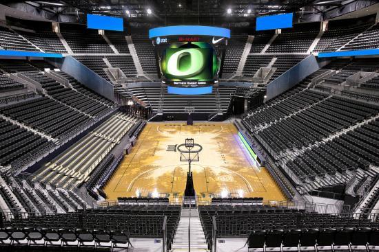 برودواي إن: Matthew Knight Arena