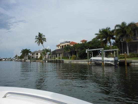 Rose Marina Boat Rentals: Marco River