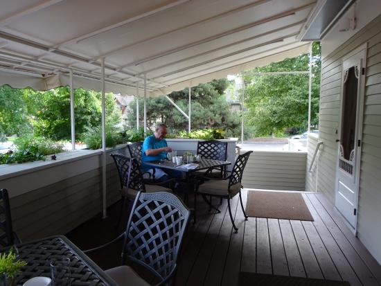 The Edwards House: Breakfast on the back porch - yum!
