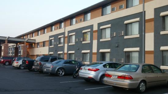 Super 8 Grand Junction Colorado: side of building