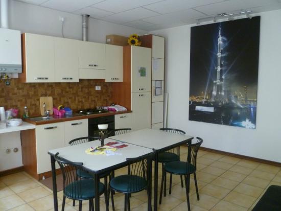 cucina e soggiorno a disposizione - Foto di Al Grattacielo, Alzano ...