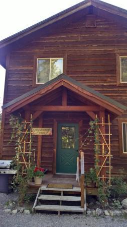 Swan Lake Cabins: Hummingbird House