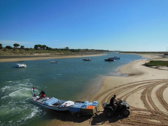 Repartidores de agua para el restaurante de la playa de for Cabanas en el agua bali