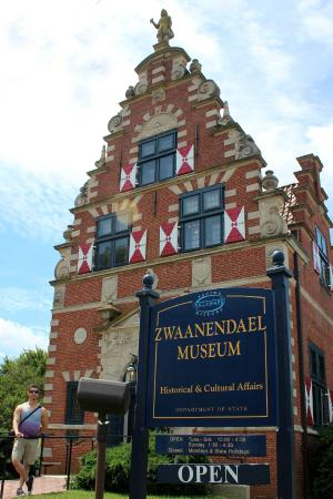 Zwaanendael Museum: Beautiful summer day in Lewes to stroll and take in the history