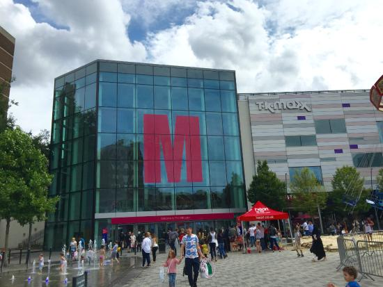 Luton, UK: M for Mall