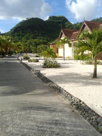 Buccament Bay Resort : Walking back to our Villa