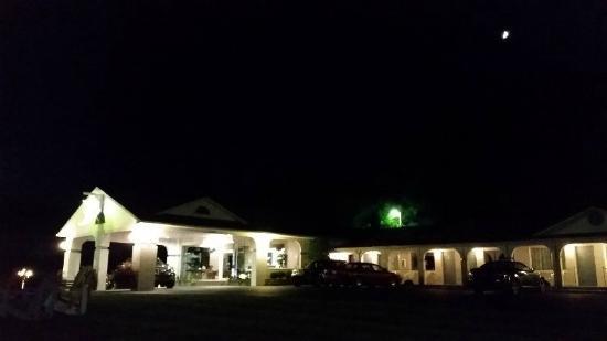 Carolina Motel: Night time view.