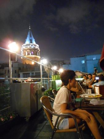 Galata Konak Cafe: A night view towards the Galata Tower