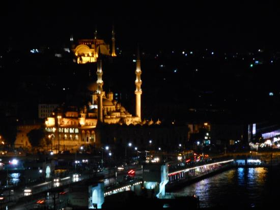 Galata Konak Cafe: A night view towards the main attractions in Istanbul