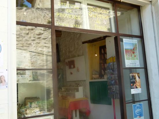Ansouis, Prancis: Daniel Galli store front