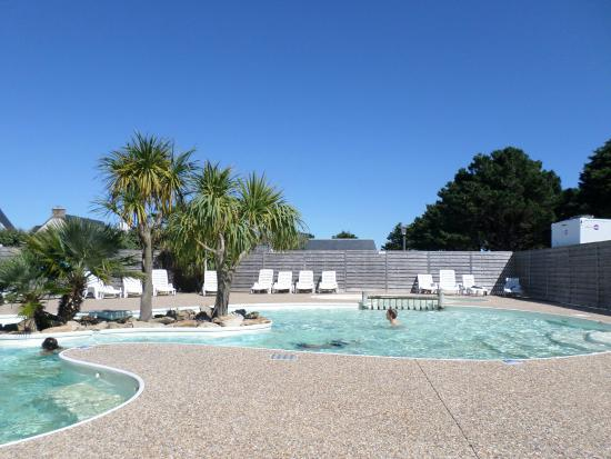 Piscine picture of camping park er lann saint pierre for Camping piscine quiberon