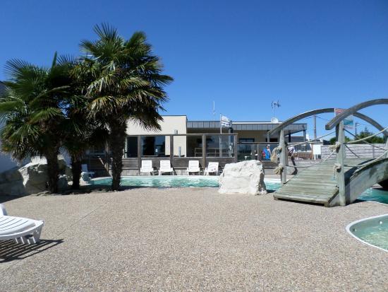Piscine picture of camping park er lann saint pierre for Hotel quiberon piscine