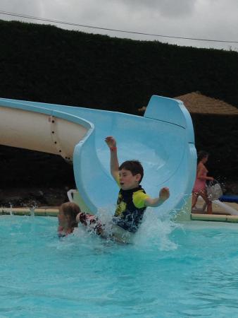 Le Pas Opton : Fun at the Pool!