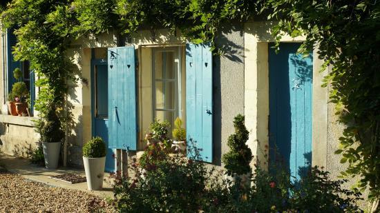 Cheille, France: Façade d'une des chambres