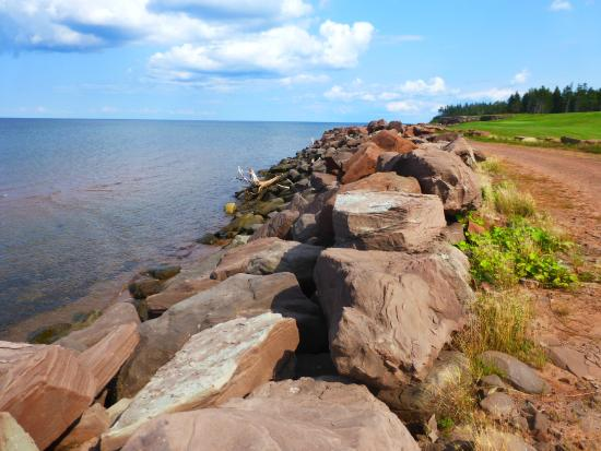 Fox Harb'r Resort: Along the shore by the Par 3 course