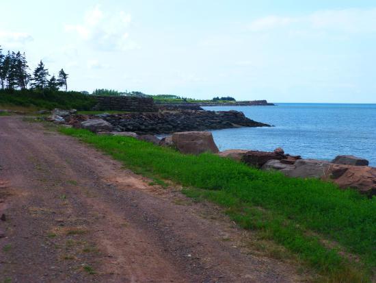 Fox Harb'r Resort: Along the path..