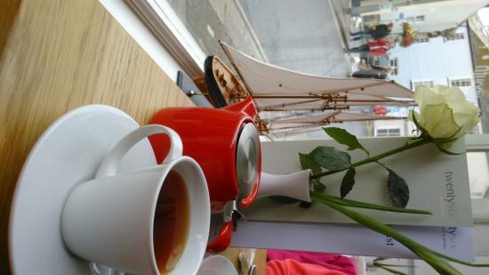 twentysix Cafe and Bistro Dartmouth : nice seat by the window