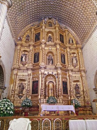 Templo de Santo Domingo de Guzman: Intricate details inside the church.