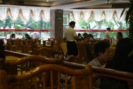 Li River Cuisine Restaurant: Main dining room, street level