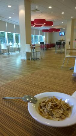 Travelodge Crawley Hotel : Breakfast at 9.30am on Friday morning