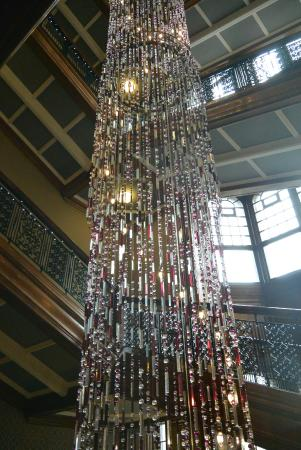 Grand Central Hotel: Giant Chandelier In The Stairway