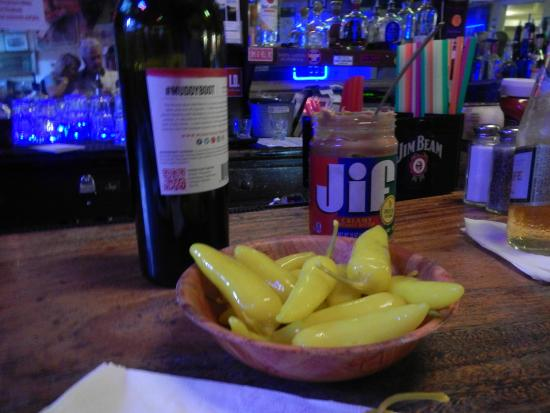 Walnut Grove, Kalifornia: How about some peppers with your Jif?