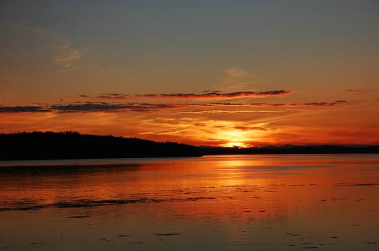 Deer Island Point Park Campground: Beautiful sunsets
