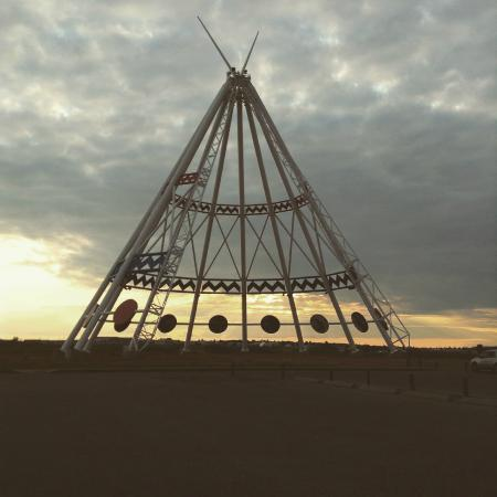 BEST WESTERN PLUS Sun Country: World's Largest TeePee, see the car at base on the right?