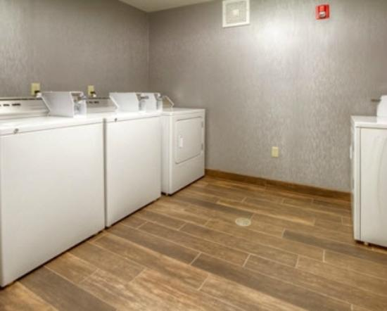 Hampton Inn Milpitas: Laundry room feels like at home!