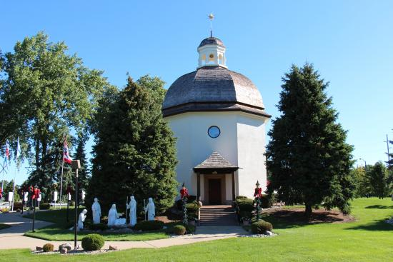 Bronner's Christmas Wonderland: The pretty Silent Night Chapel