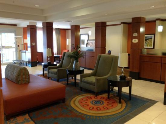 Fairfield Inn & Suites Sault Ste. Marie : Nice Lobby