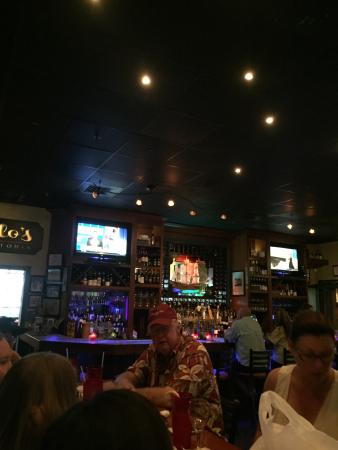 Lillo's Tuscan Grille: Looking at bar