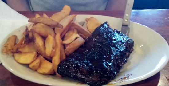 South Carver, แมสซาชูเซตส์: Caroline Pork Ribs with Wedge Fries