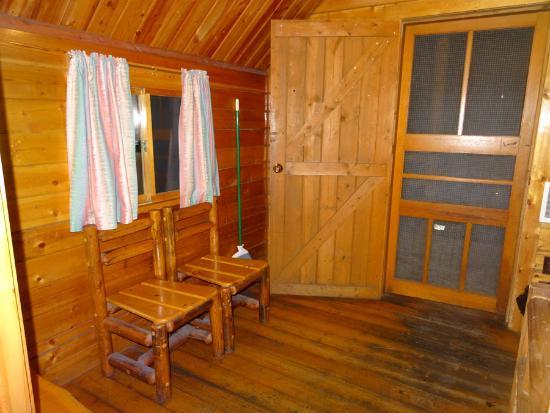 Leavenworth / Pine Village KOA: Front bedroom in the 2 room kabin.