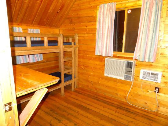 Leavenworth / Pine Village KOA: 2 sets of bunks in the 2 room kabin.