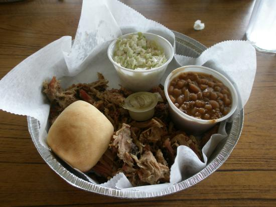 Rickard Ridge BBQ: pulled pork dinner with baked beans