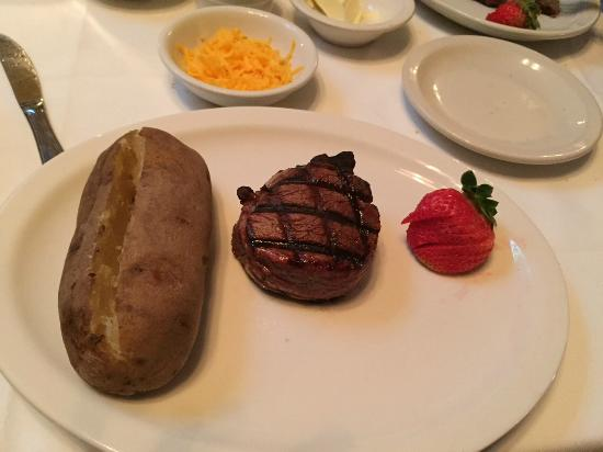 J. Bruner's Restaurant: Filet Mignon
