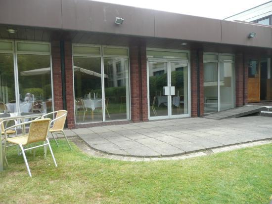 Best Western Ipswich Hotel: Outdoor area, Restaurant,
