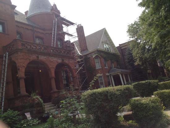 Schuster Mansion Bed & Breakfast: Construction zone