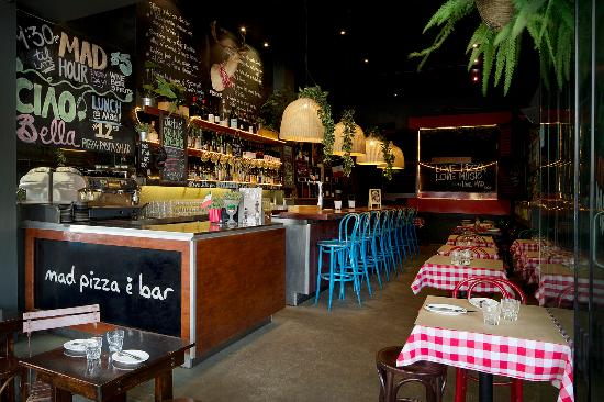 Mad Pizza E Bar: Main Dining Room