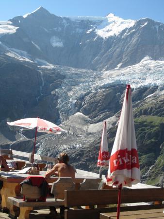 Restaurant Berghaus Baregg: 氷河が目の前です。
