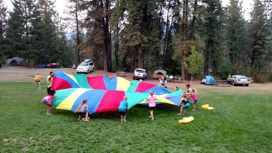 Leavenworth / Pine Village KOA: Parachute games!
