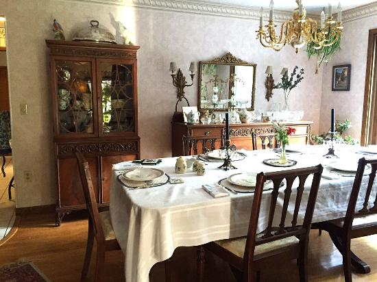 Blueberry Ridge Bed and Breakfast : dinning area