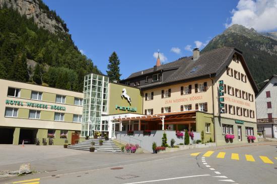 Goschenen, Schweiz: Esterno dell'hotel restaurant