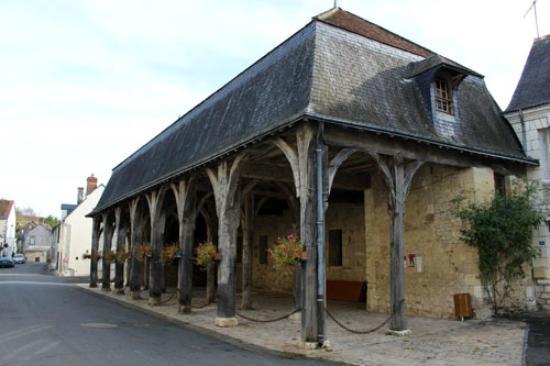Montresor, France: 市場跡
