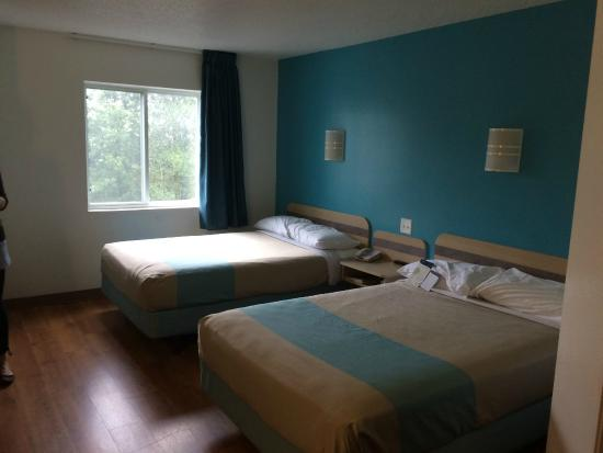 Motel 6 Portsmouth: The room